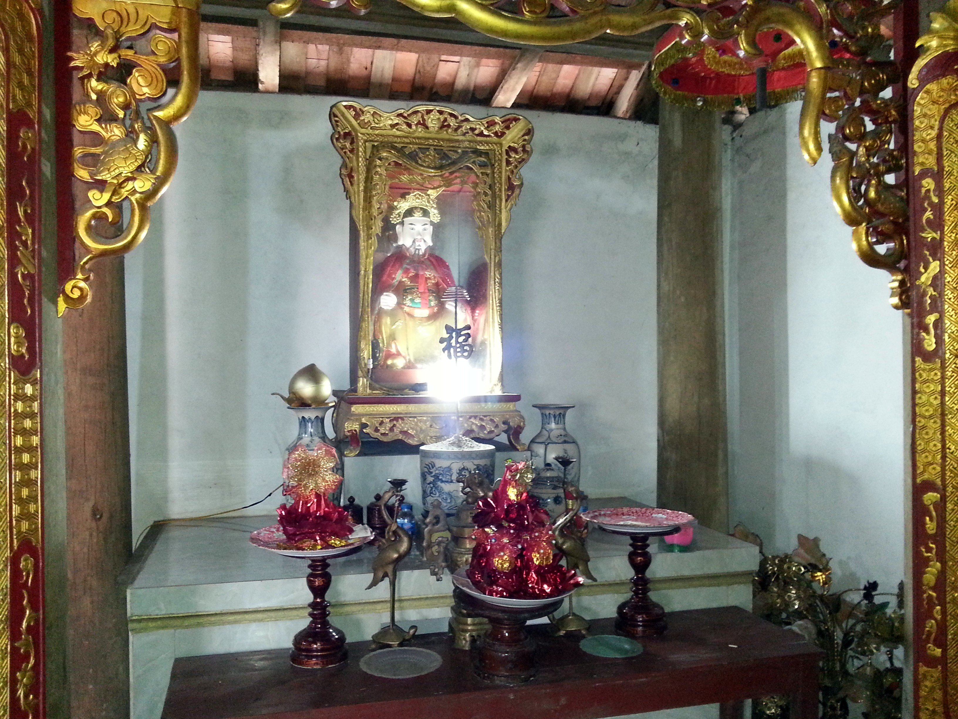 Confucius shrine at Mau Son Temple