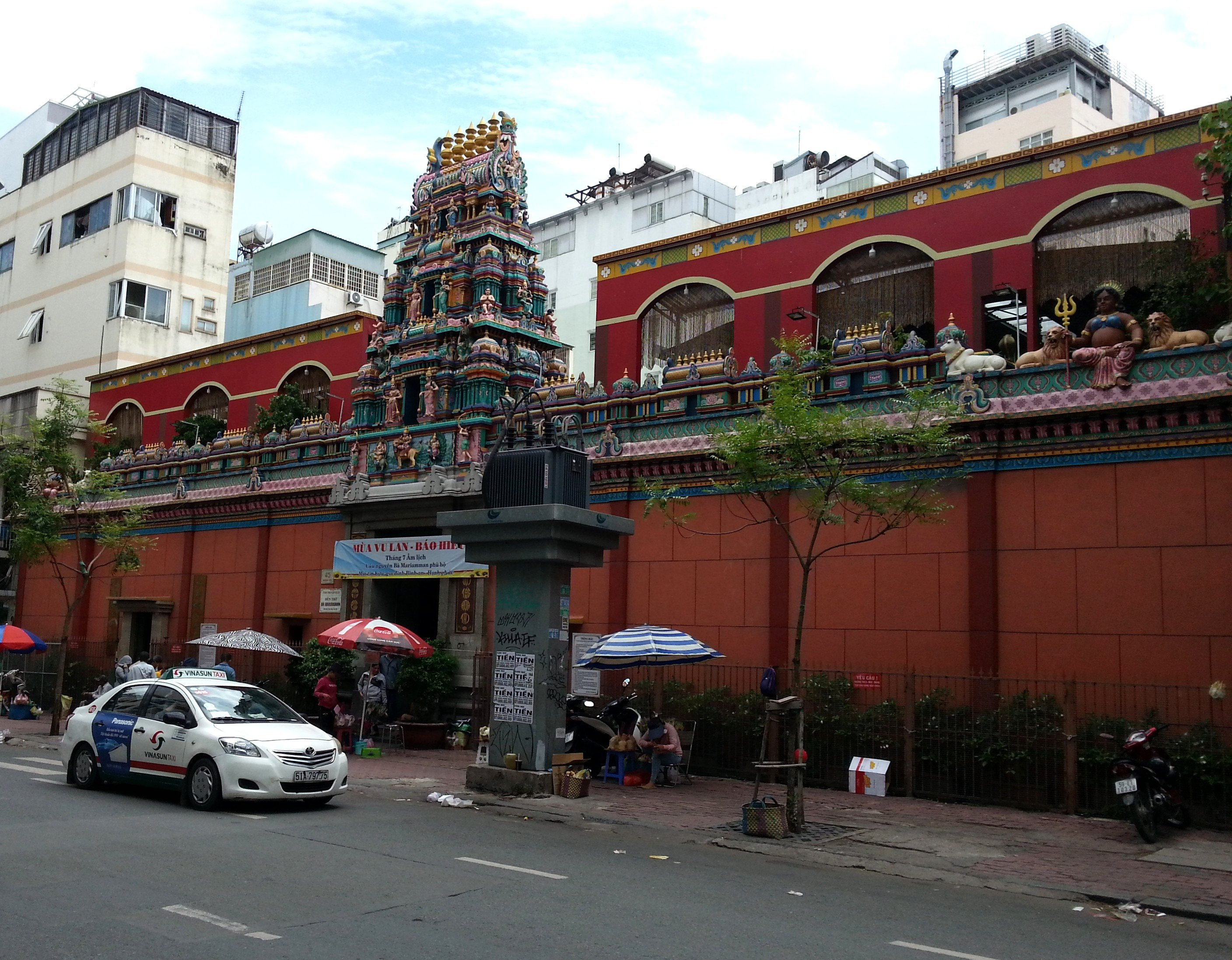 Gopuram above the entrance to the Mariamman Temple