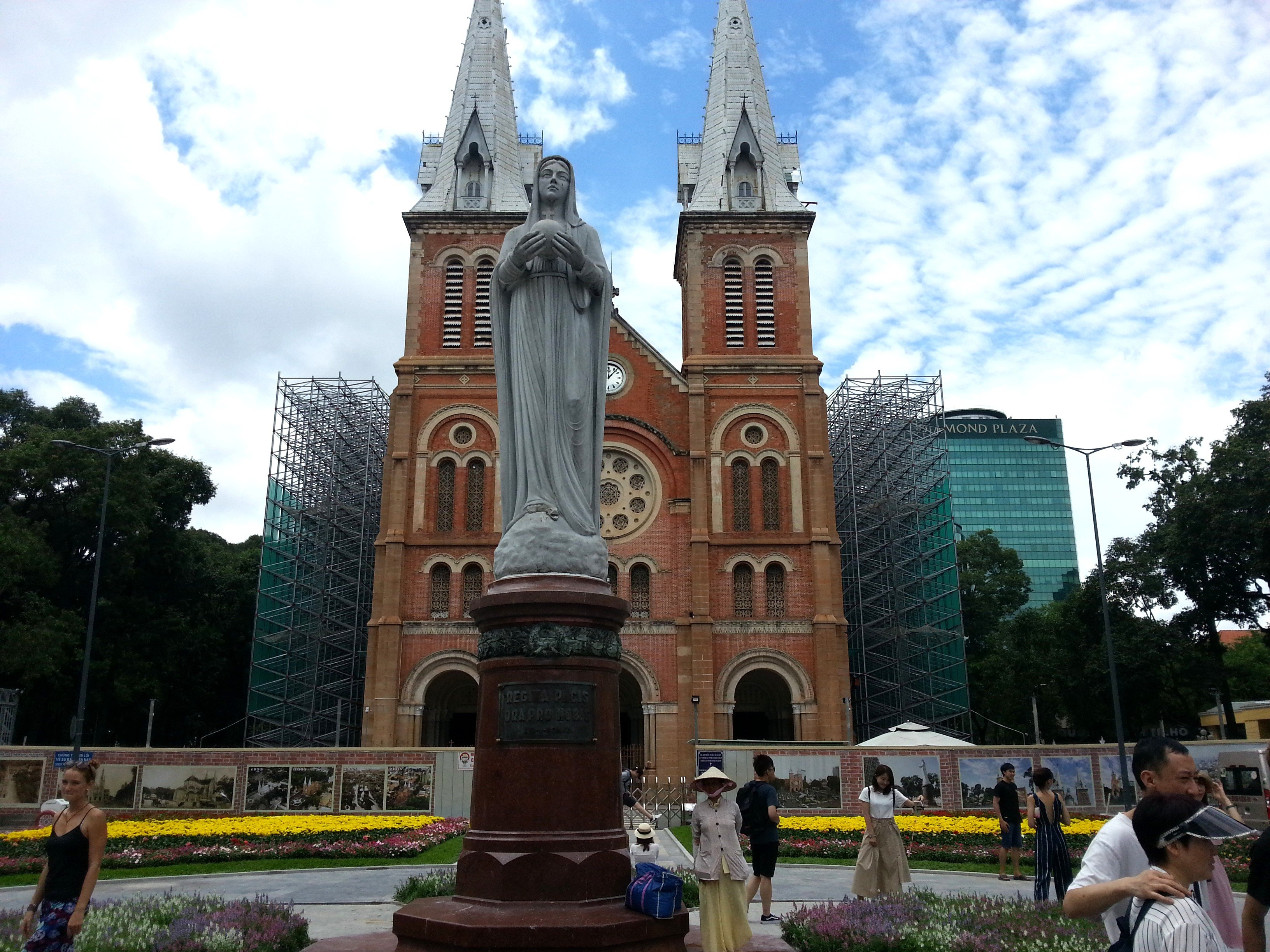 Statue of the Virgin Mary in front of the Cathedral
