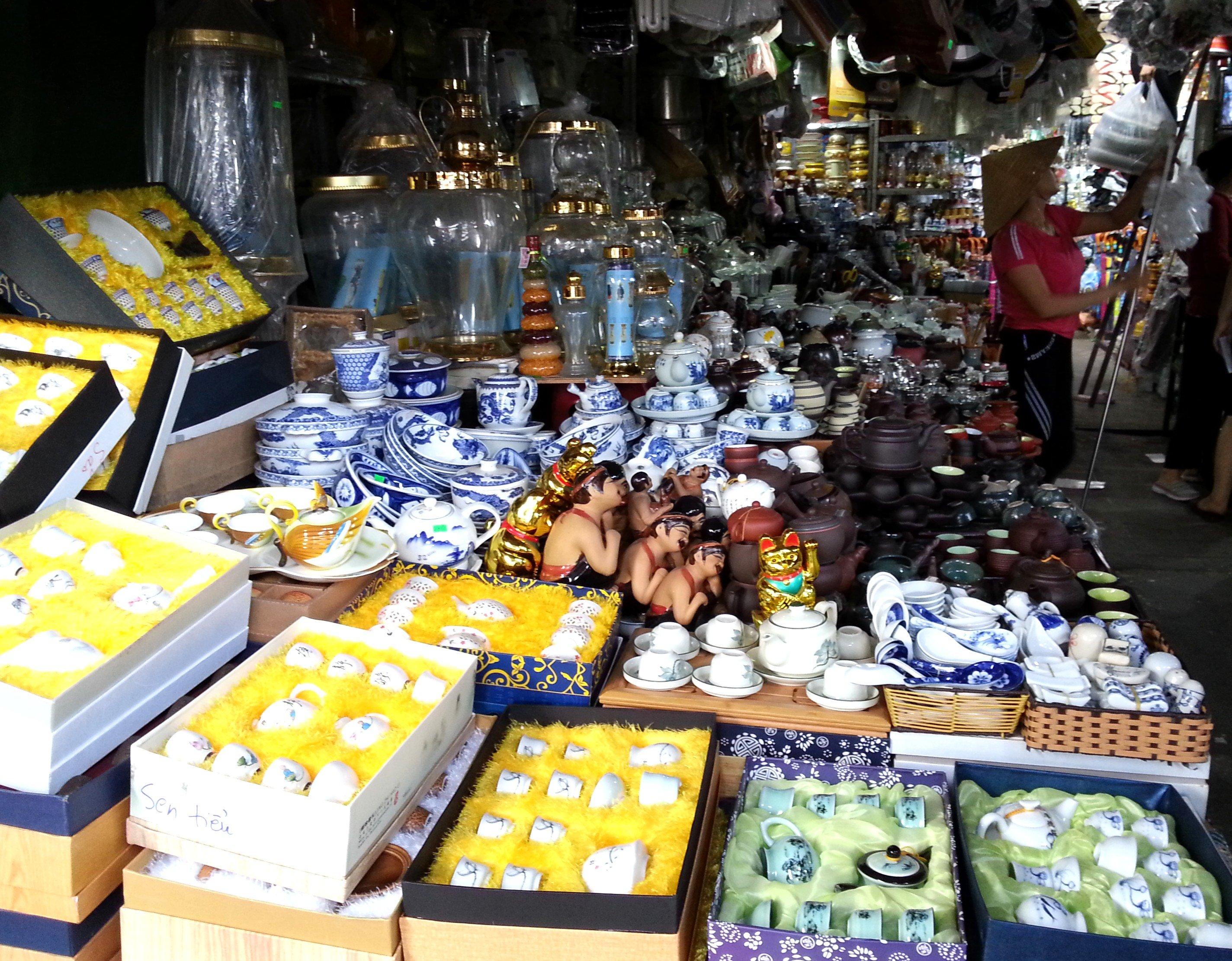 Chinaware at Dong Ba Market