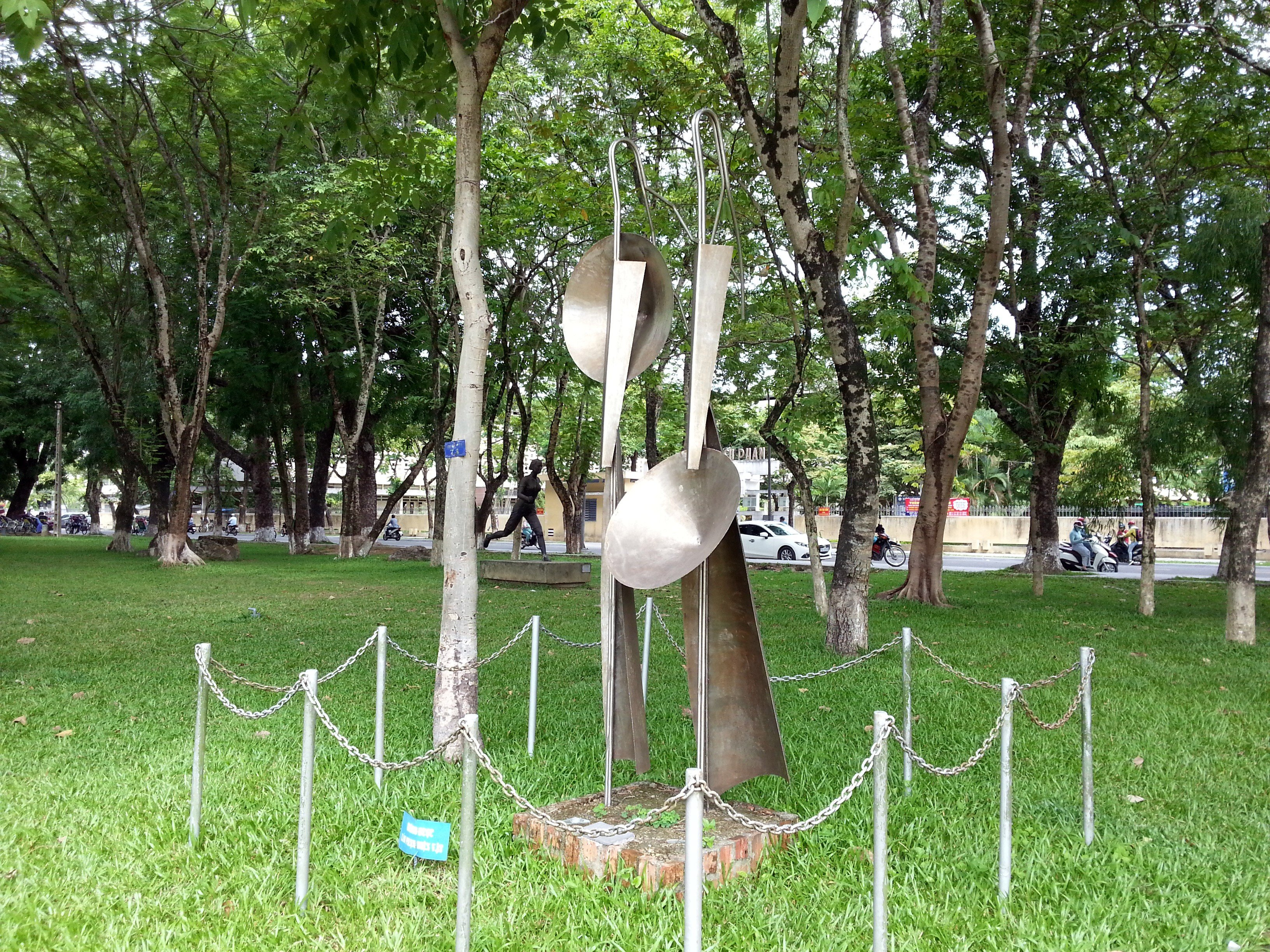 More sculpture in the 3 February Park