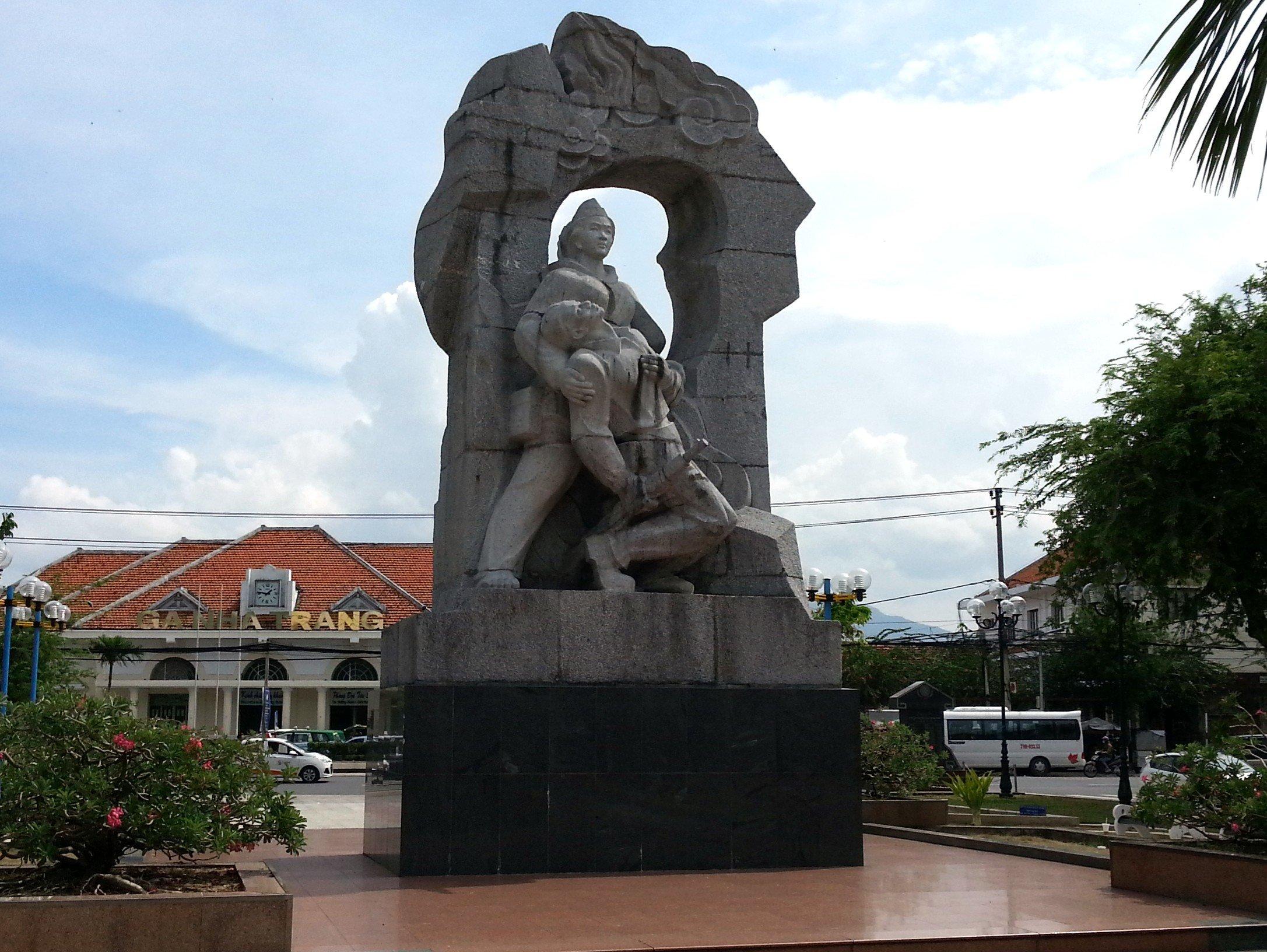 Statue in 23 October Park