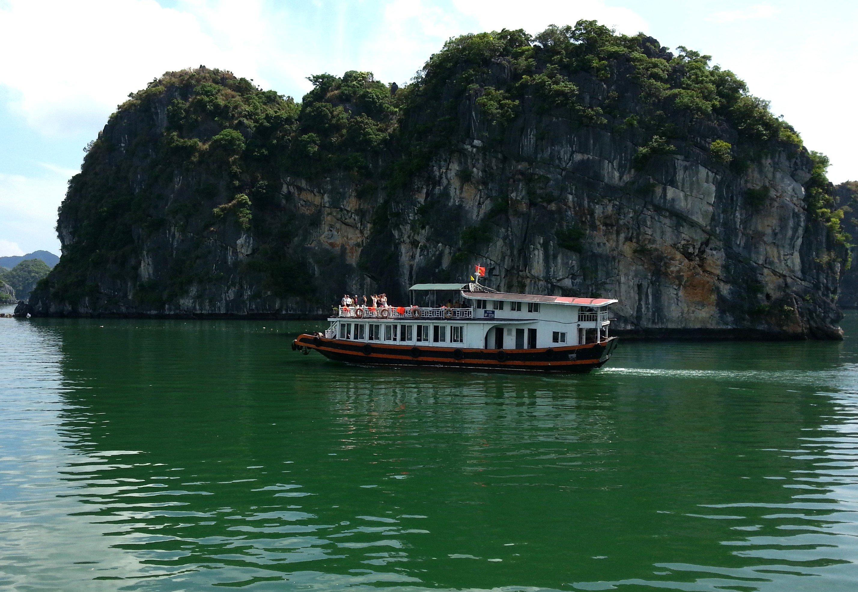 Tour boat in Lan Ha Bay